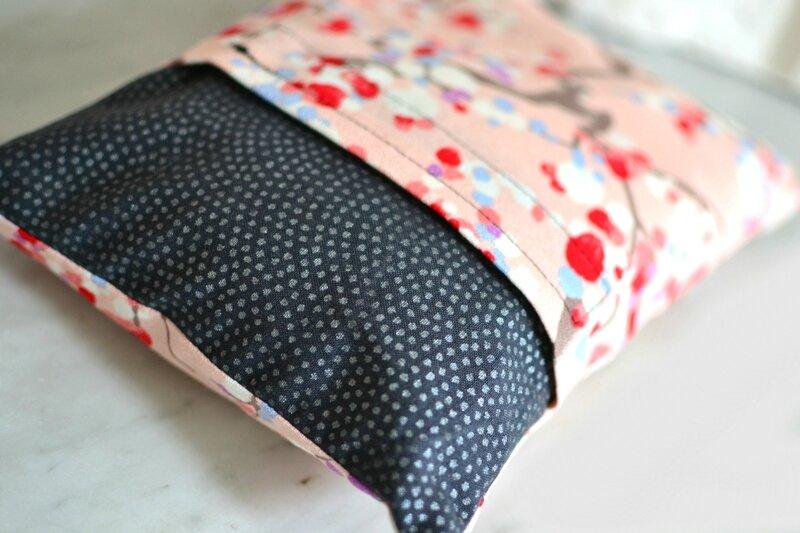 bouillotte seche dehoussable en coton noir et rose japonais fleur de cerisier shirley ze pap