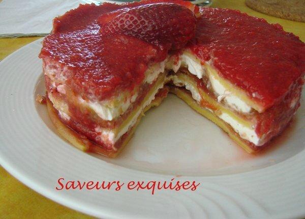 Gâteau vanille-fraises et rhubarbee