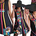 Imprimé rétro aux couleurs pop art : robe noire en maille à l'esprit graphique et orange/ violet/ turquoise & rose fuchsia !