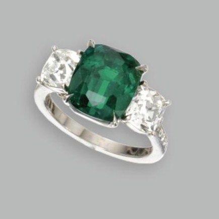 Platinum__Emerald_and_Diamond_Ring2