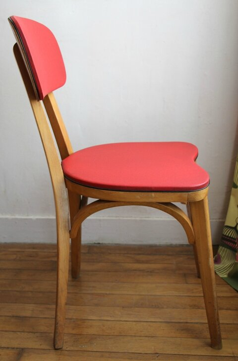 chaise-rouge-cote