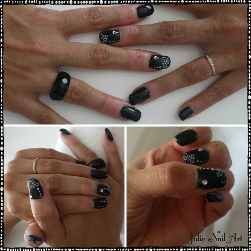 pose de capsule gel avec nail art avec strass julie. Black Bedroom Furniture Sets. Home Design Ideas
