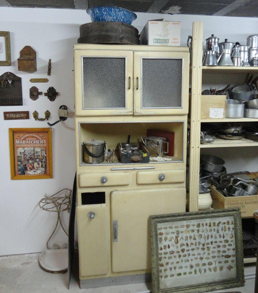 meuble de cuisine laqu des ann es 30 avec huche pain papou ponce mamou pique. Black Bedroom Furniture Sets. Home Design Ideas