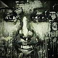 Street art : des visages sur les murs des rives du guadalquivir à séville