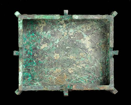 An_important_and_rare_archaic_bronze_wine_vessel_and_cover__fangyi7
