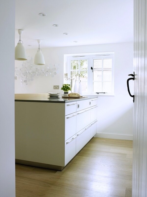 A+Modern+Refurbishment+of+a+Country+House+in+Oxfordshire+by+Louise+Holt+(12)[1]