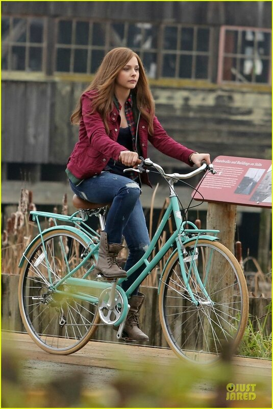 chloe-moretz-after-thanksgiving-bike-rider-for-if-i-stay-23