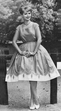 mode_1959_robe_poupee_jupon_gonflant