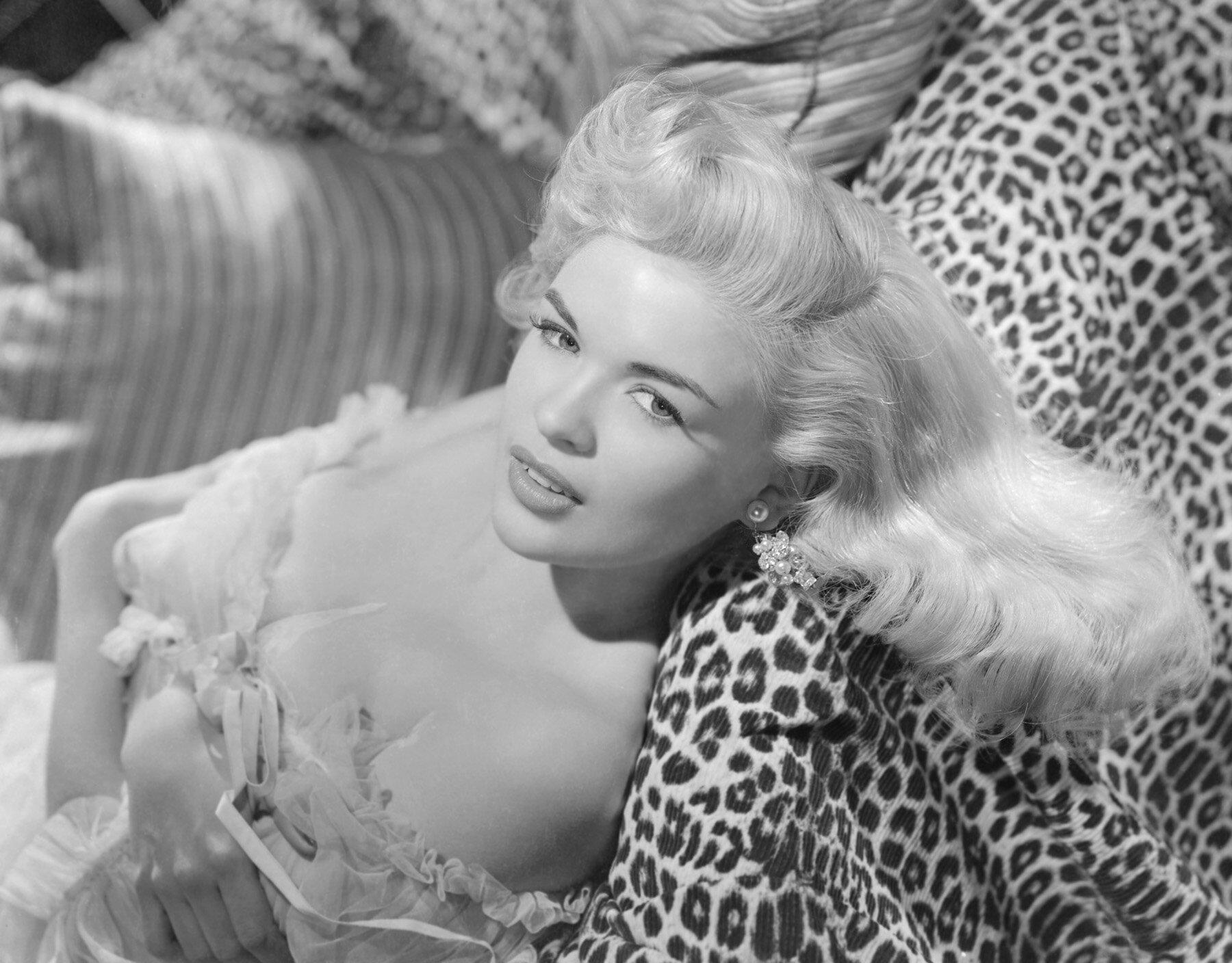 jayne-1955-film-illegal-studio-by_bert_six-1