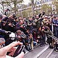 Meute de photographes de la Zombie Walk Paris 2013