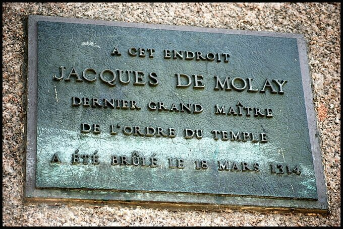 templier-jacques-de-molay-plaque-pont-neuf-paris