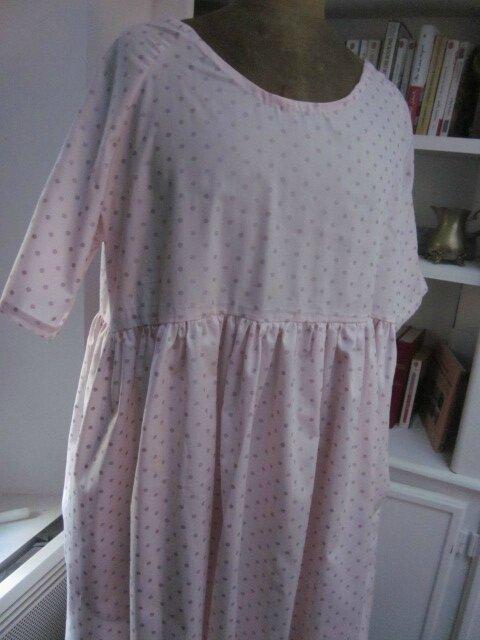 Robe RAYMONDE en coton rose dragée à pois paillettés vieux rose - manches raglan - longueur genoux - taille unique (5)