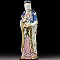 Importante statue de guanyin en porcelaine famille rose, chine, dynastie qing, époque jiaqing (1796-1820), xixème siècle