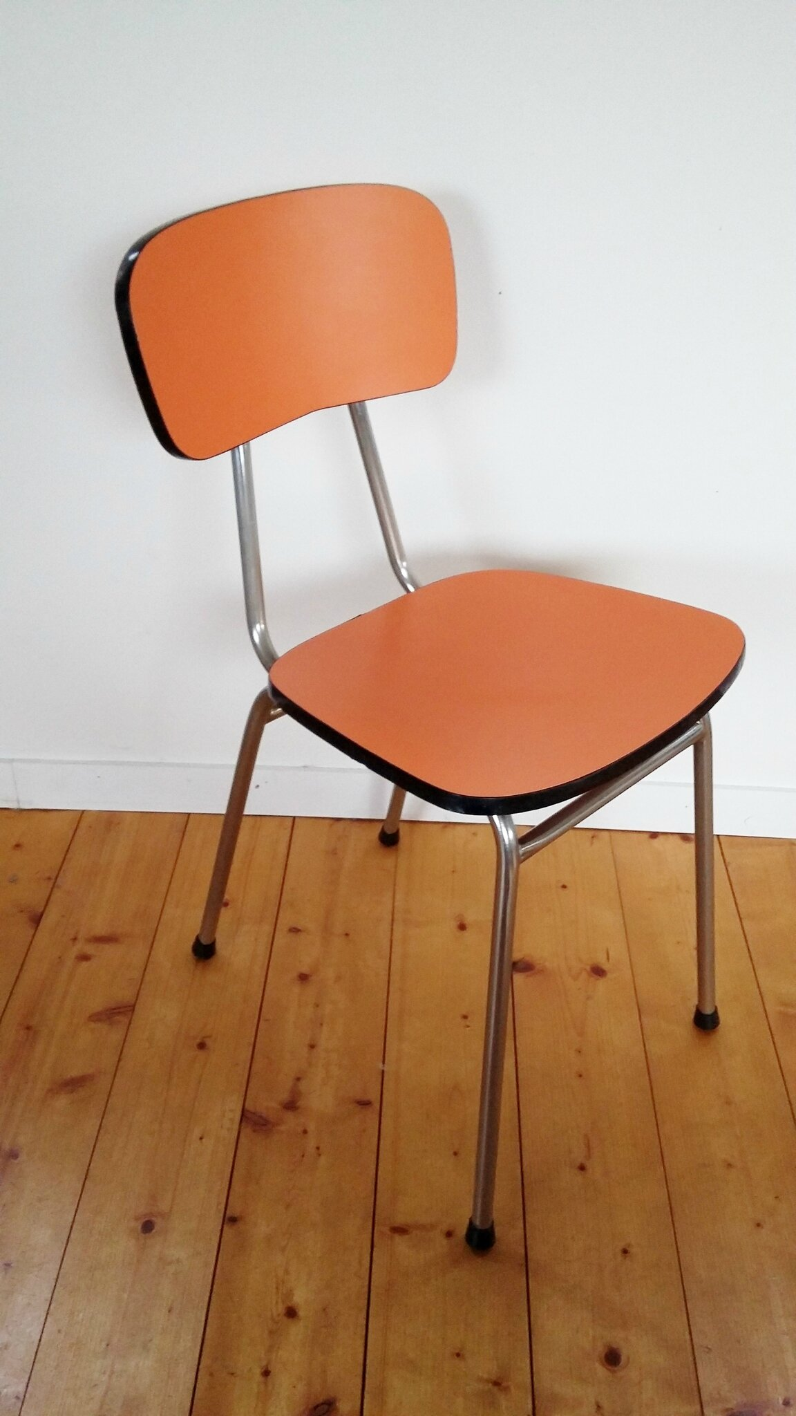 chaise formica orange