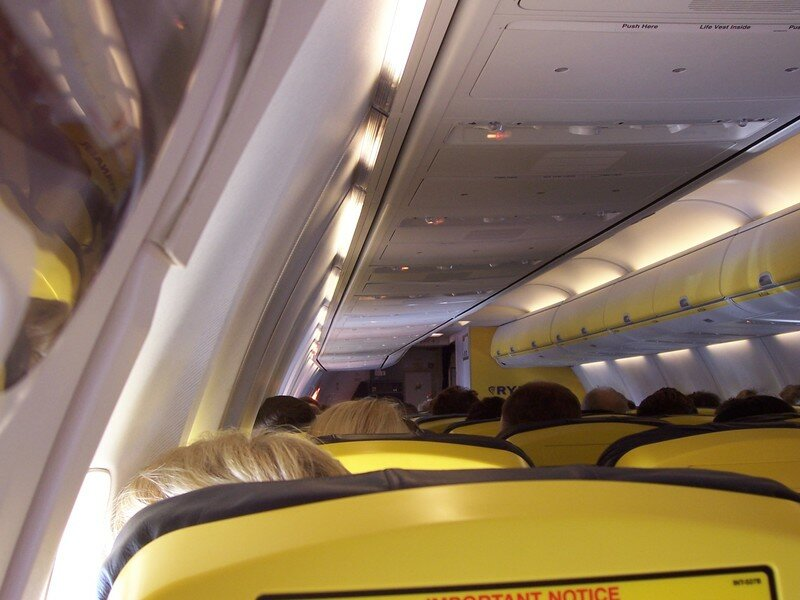 Int rieur de l 39 avion ryanair boing 337 photo de for Interieur avion