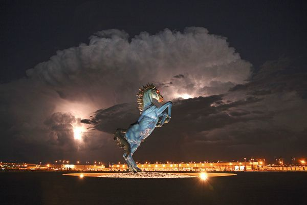 denver-international-airports-spooky-32-foot-must-20031-123