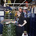 Eith prend le thé avec un Dalek