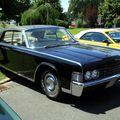 Lincoln continental convertible de 1965 (RegioMotoClassica 2010) 01