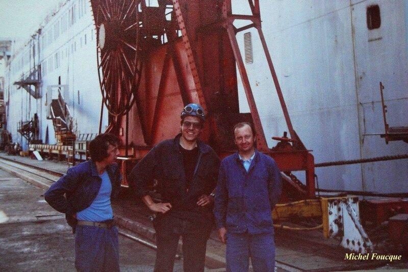 832)le 17 aout 1981 devant le Stena-Danica en construction à Dunkerque