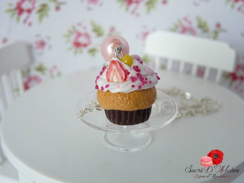 Collier gourmand cupcake chantilly chocolat (4)