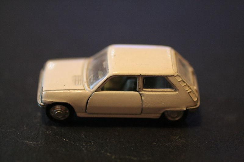 871_Renault 5_01
