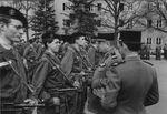 Bernard_Tessier_022_remise_Brevet_Commando_Cour_CEC_1972_Colonel_Gru__Cdt_le_46_RI