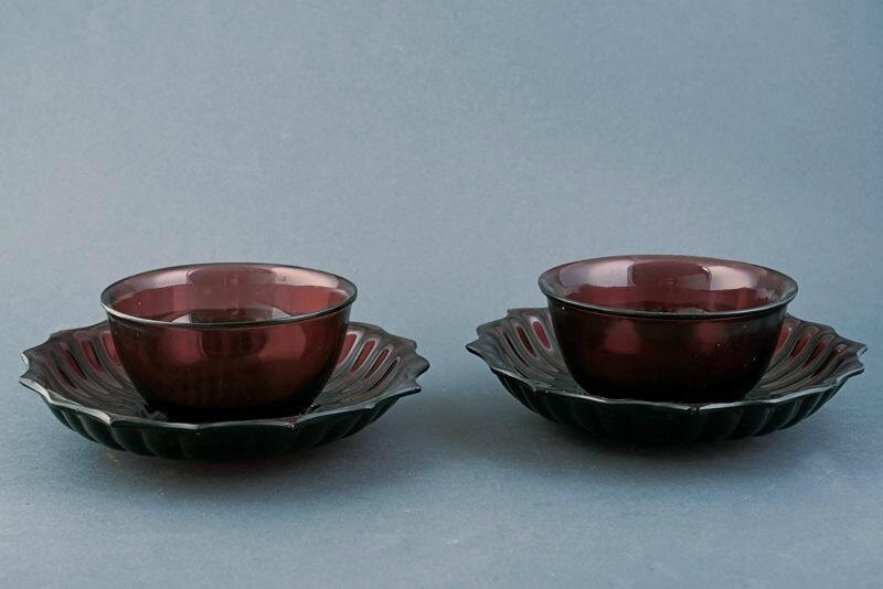 A beautiful pair of Pekin glass cups and saucers, Qing dynasty (1644-1911), 18th-19th century