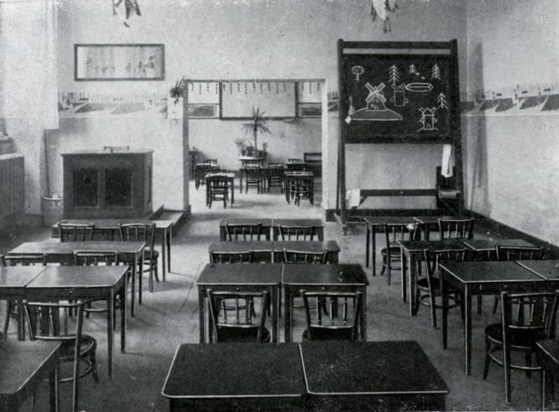 salle de classe quip e de meubles baumann 1933 photo de bureaux d 39 coliers ribambelles. Black Bedroom Furniture Sets. Home Design Ideas