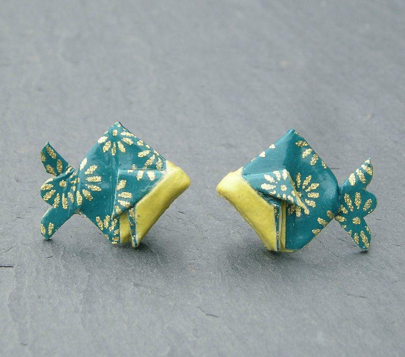 boucles d 39 oreilles poisson origami en papier japonais puces terre de passion boutique. Black Bedroom Furniture Sets. Home Design Ideas