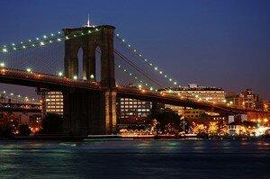 Brooklyn_Bridge_Xmas_2003