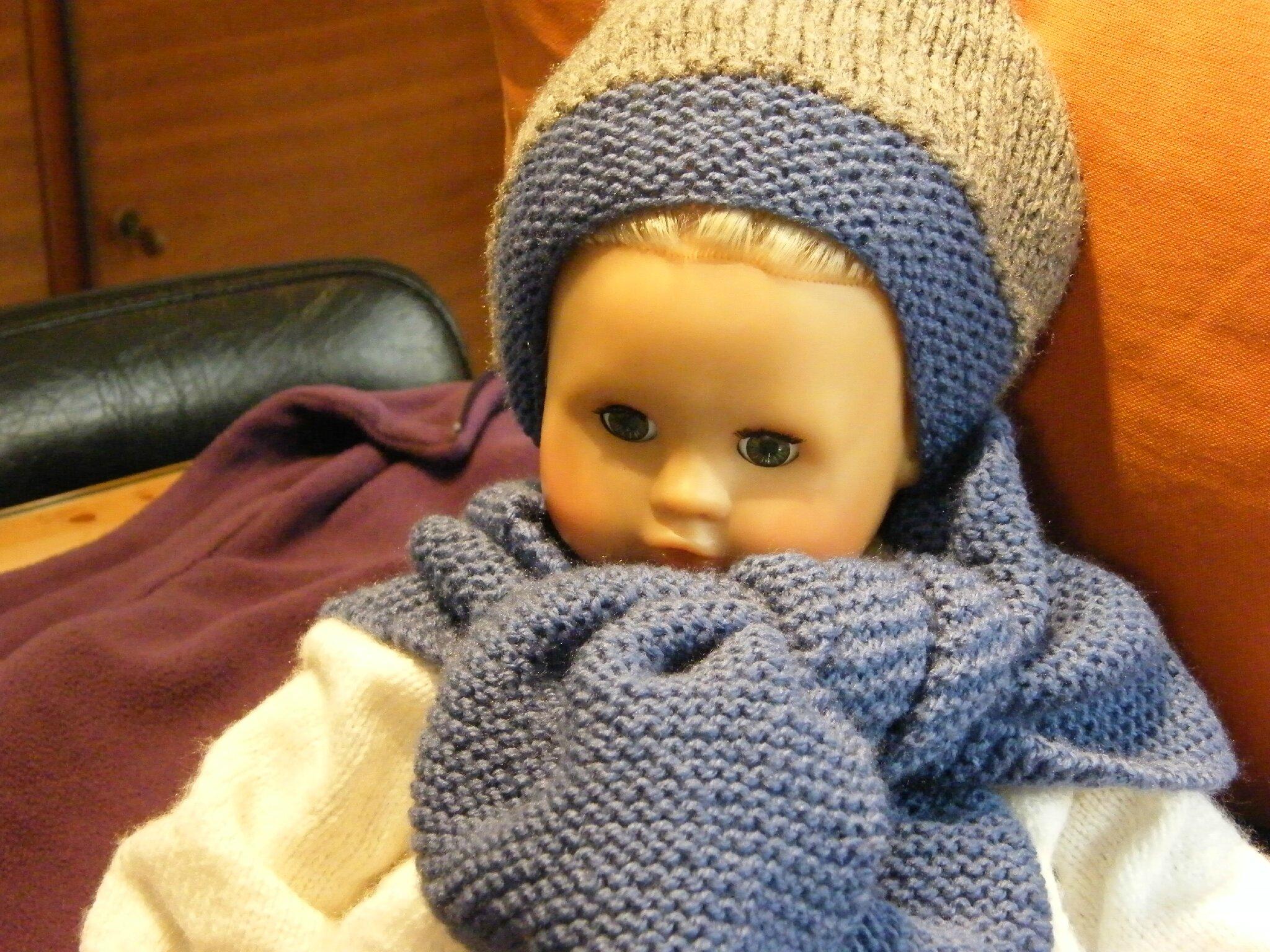Bonnet pour une filette de 18 mois et son écharpe