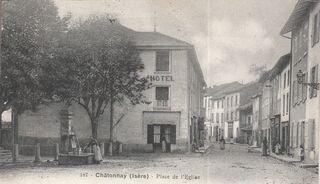 Châtonnay, place de l'Eglise 11