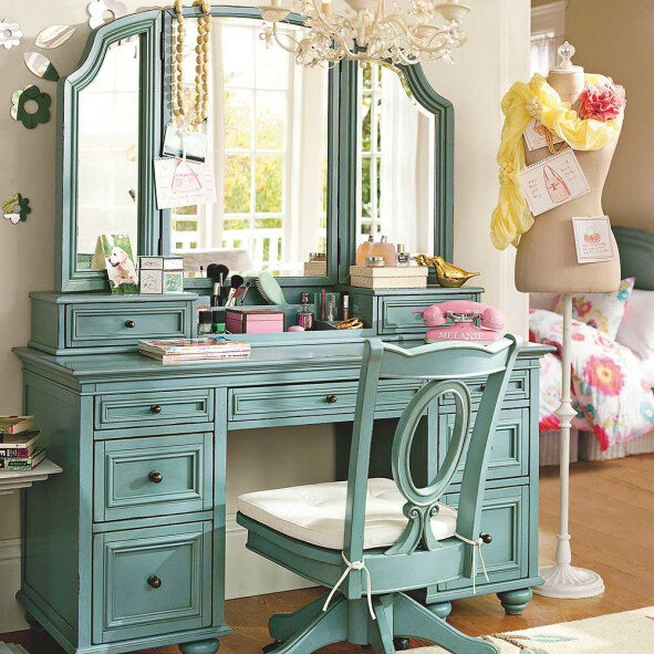 turquoise-accents-vanity-table-paint-with-awesome-three-panels-mirror-design-and-completed-with-lots-drawer-storage-plus-delectable-chandelier-591x591