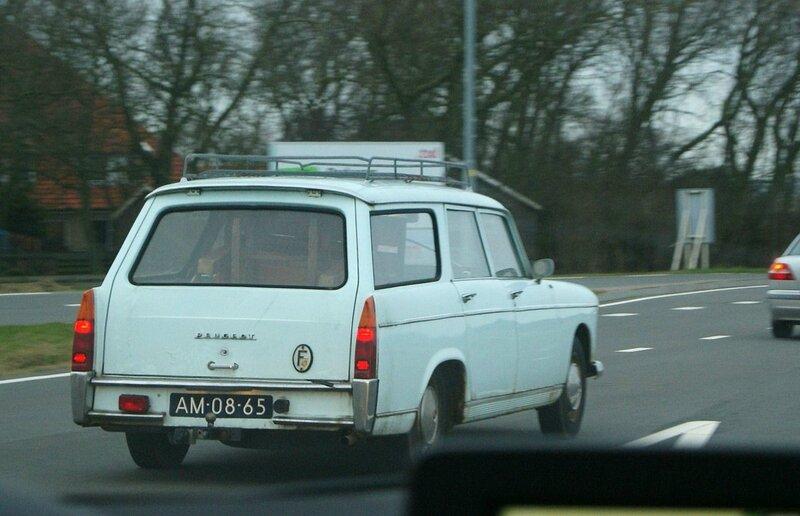 1962_Peugeot_404_L_Break_(8794630997)