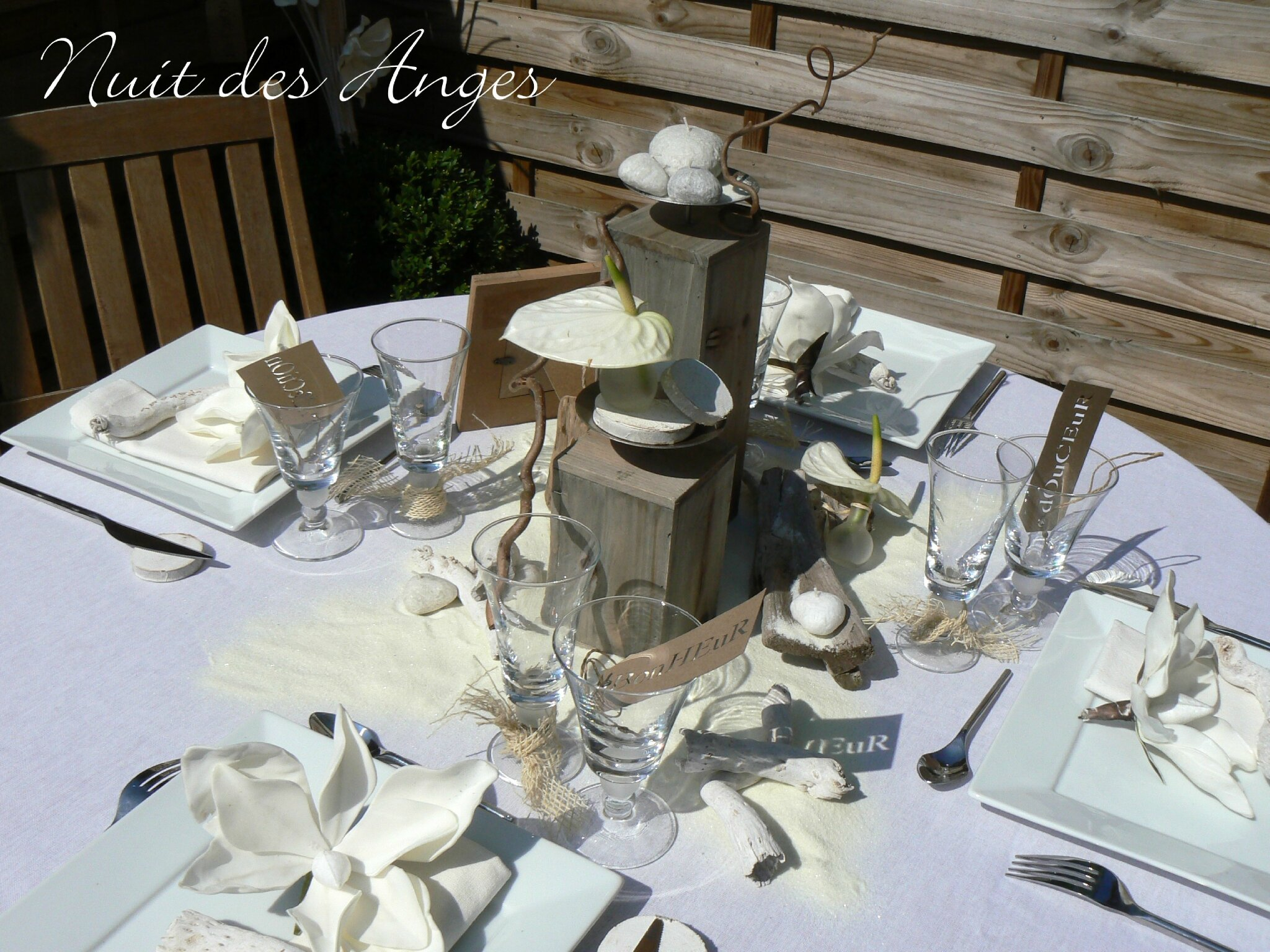 D co de table en bois flott for Deco table mariage bois flotte