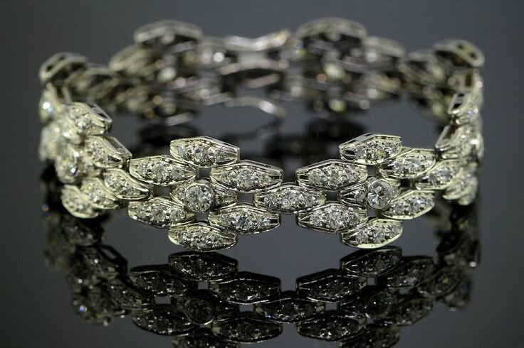 A French Diamond Bracelet by Maison Boivin, 1938