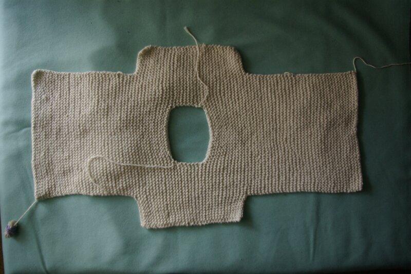 Tuto gratuit pull manches courtes au tricot taille 12 mois - Rentrer les fils tricot ...