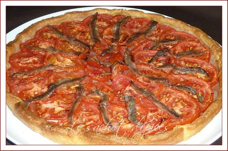 Tarte aux oignons, au tomates et aux anchois