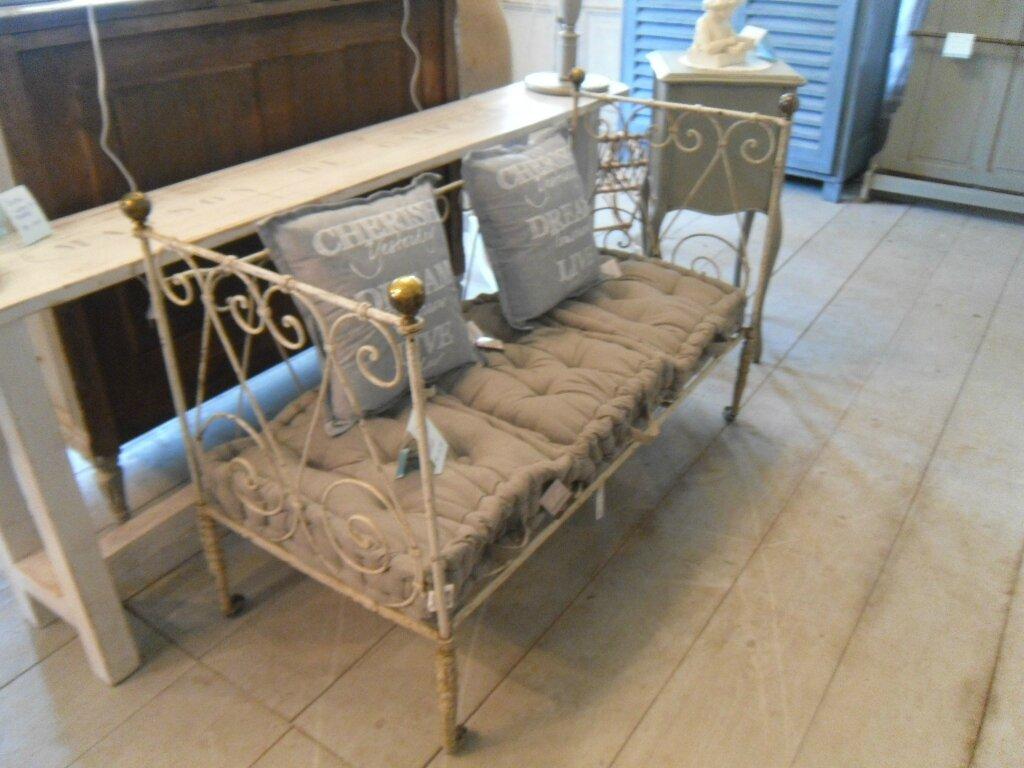 petit lit enfant fer forg transform en banquette. Black Bedroom Furniture Sets. Home Design Ideas