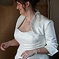 Coiffure de mariée : nouvelle mariée en pic à chignon mariage volute