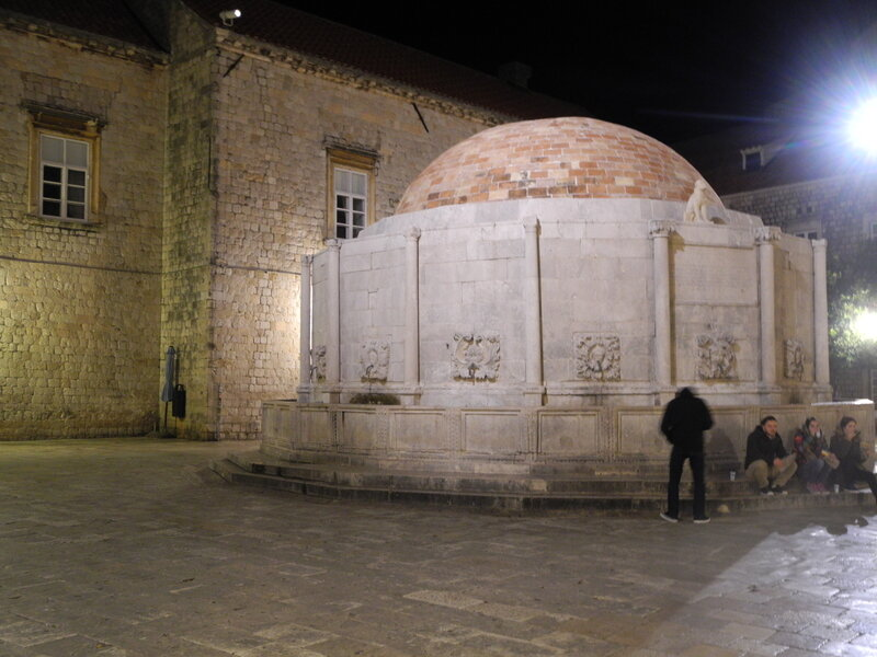 Fontaine_d_Onofrio_011117