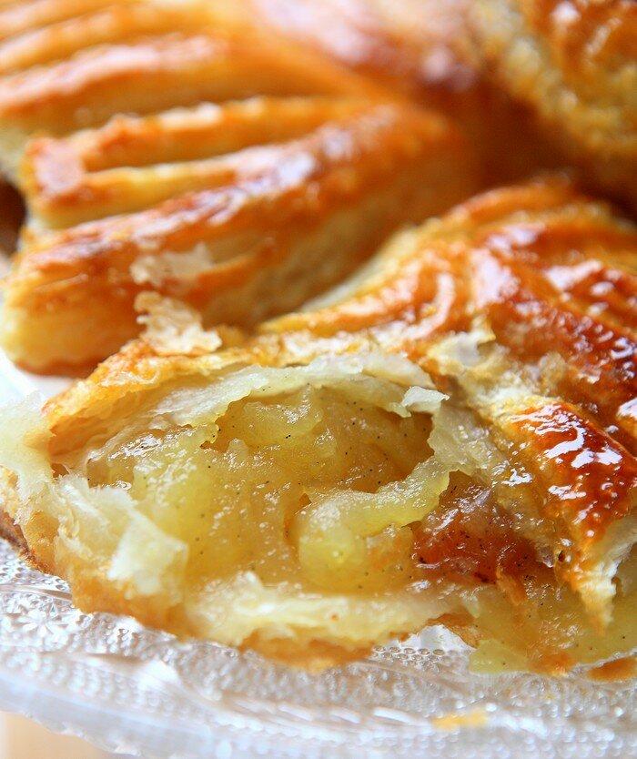 chaussons aux pommes raisins secs et vanille rdv aux mignardises