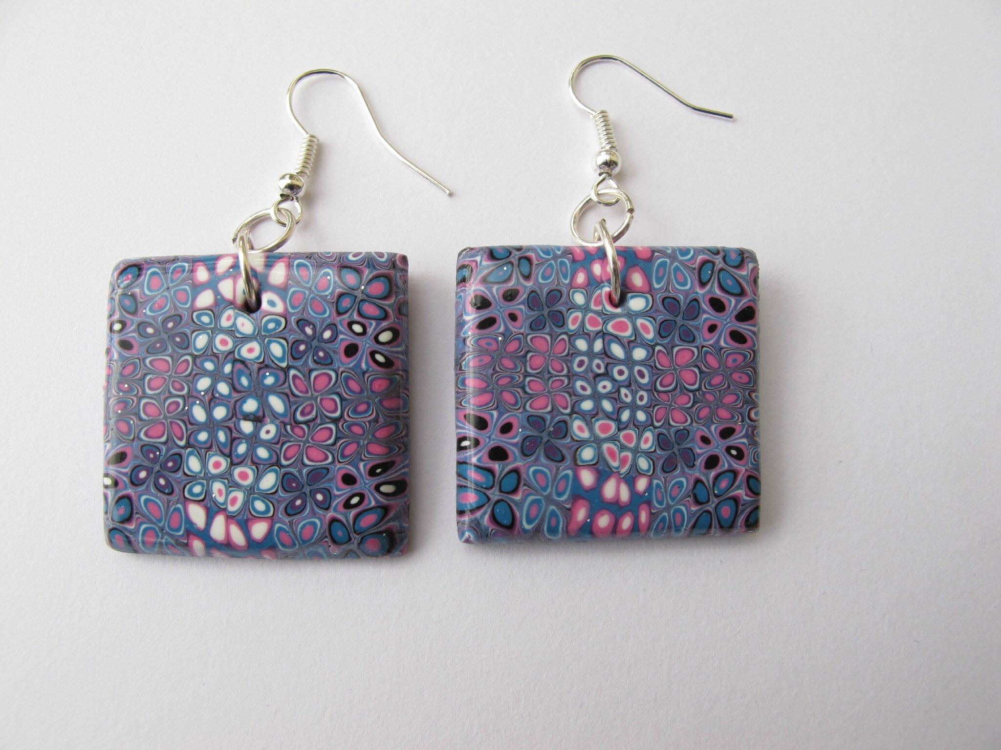 boucles d'oreilles carrées fleuries bleu, rose, violet