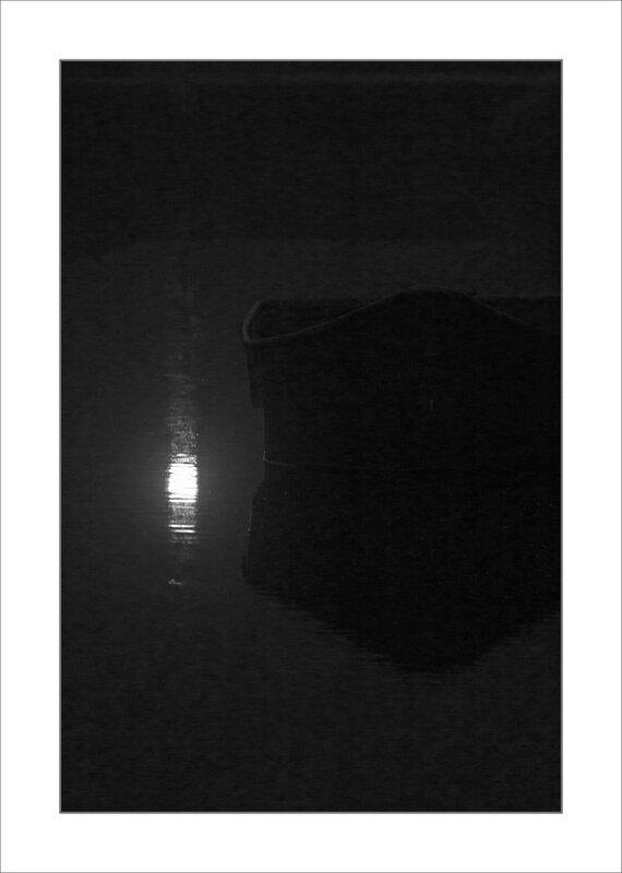ville feu rouge ecluse barque brouillard nb 2 030415