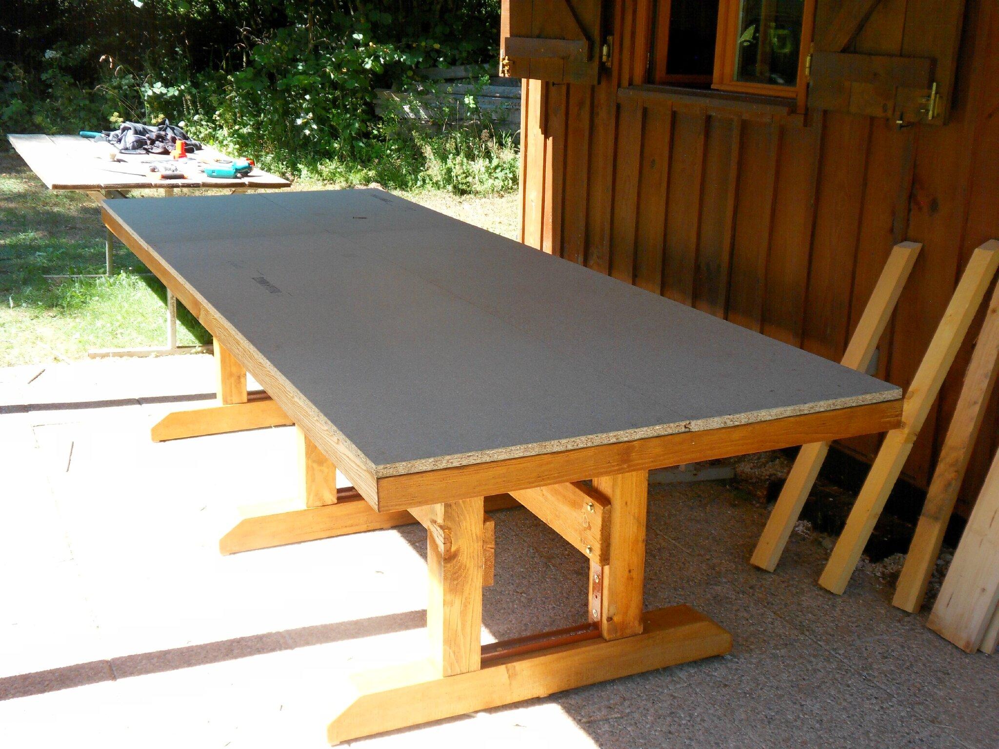 Table salon de jardin fait maison id es de design maison for Table fait maison