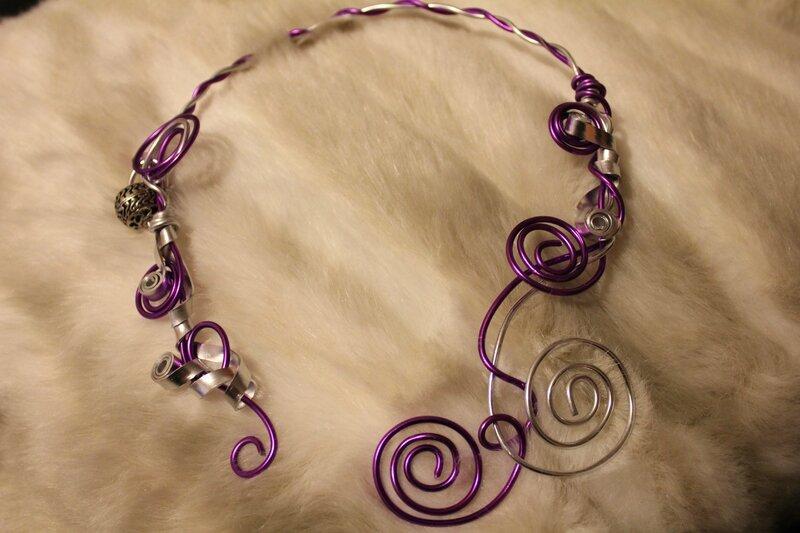 Collier violet et argent