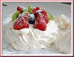 0253s- pavlova aux fruits rouges et