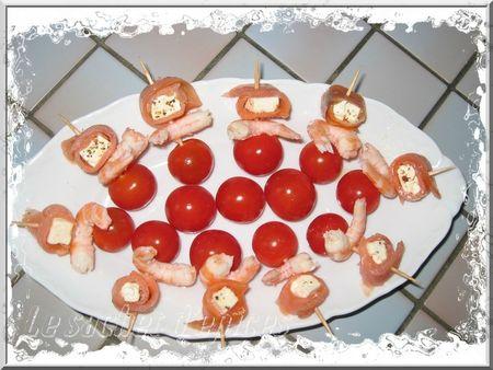 Piques apéritives de saumon, feta et crevettes