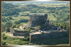 Chateau_de_Murol_cadre