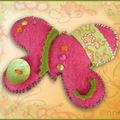 Broche papillon feutrine fushia anis (N)